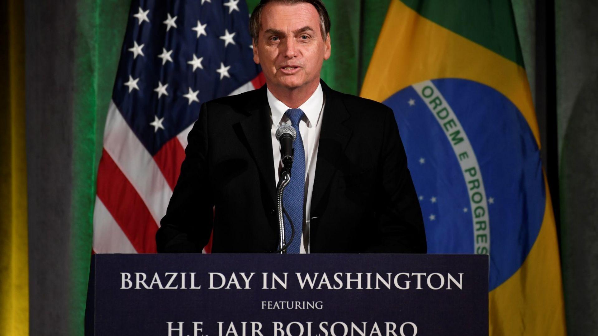 Бразилският президент Жаир Болсонаро подписа във Вашингтон споразумение, което ще