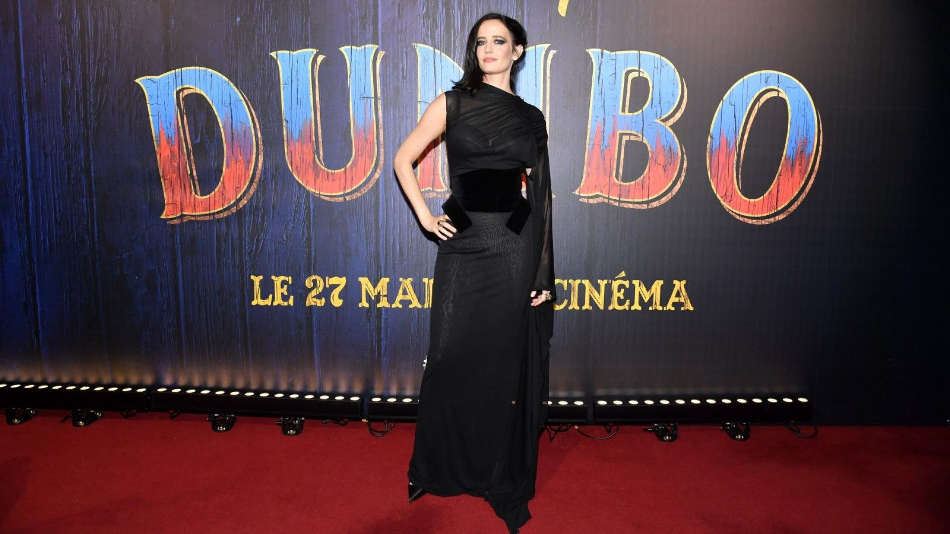 Ева Грийн драматична с прозрачна рокля на премиера в Париж