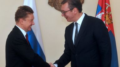 "Вучич награди с орден шефа на ""Газпром"""