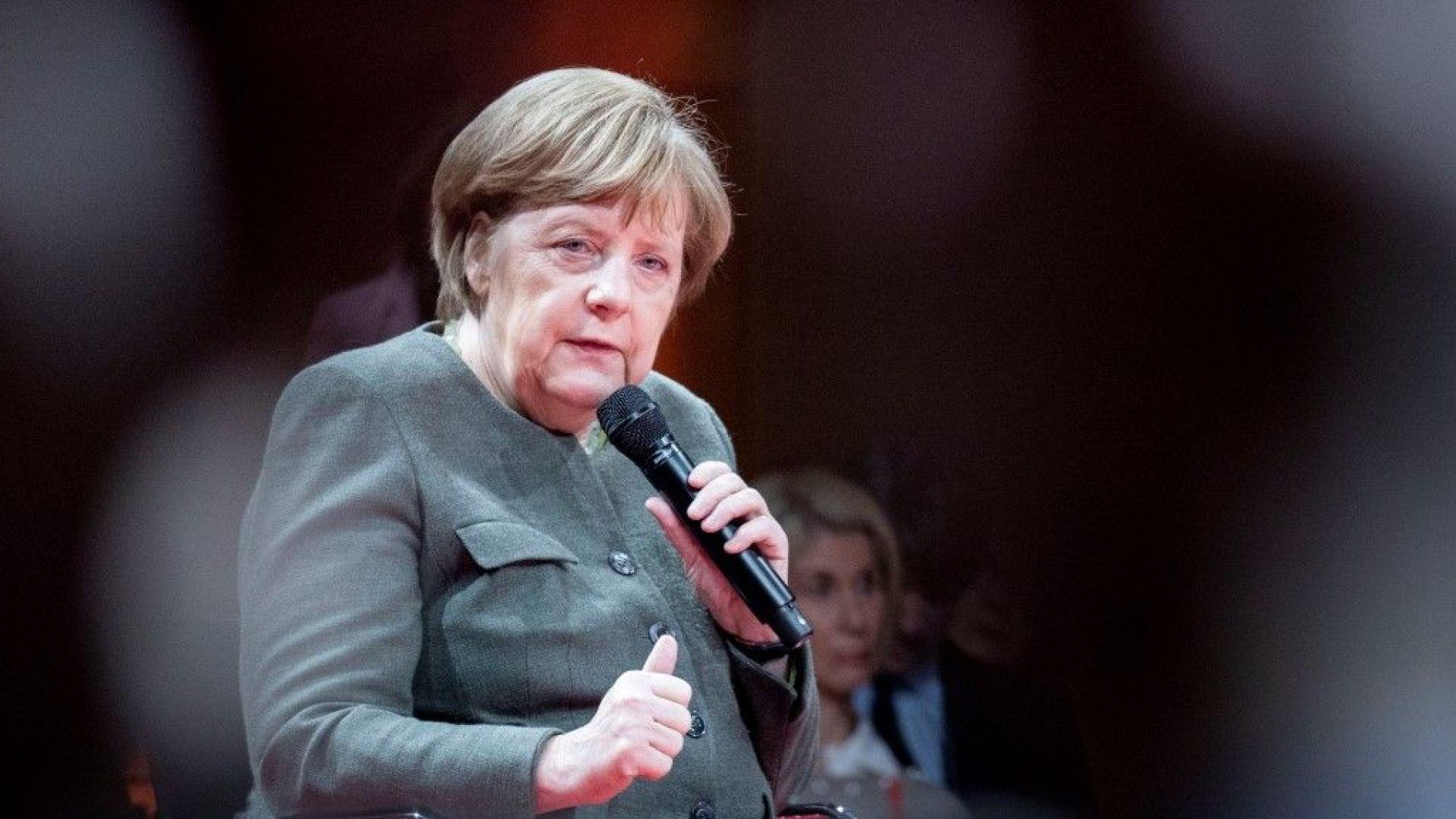 Меркел отхвърли критиките към Германия, че харчи малко за отбрана