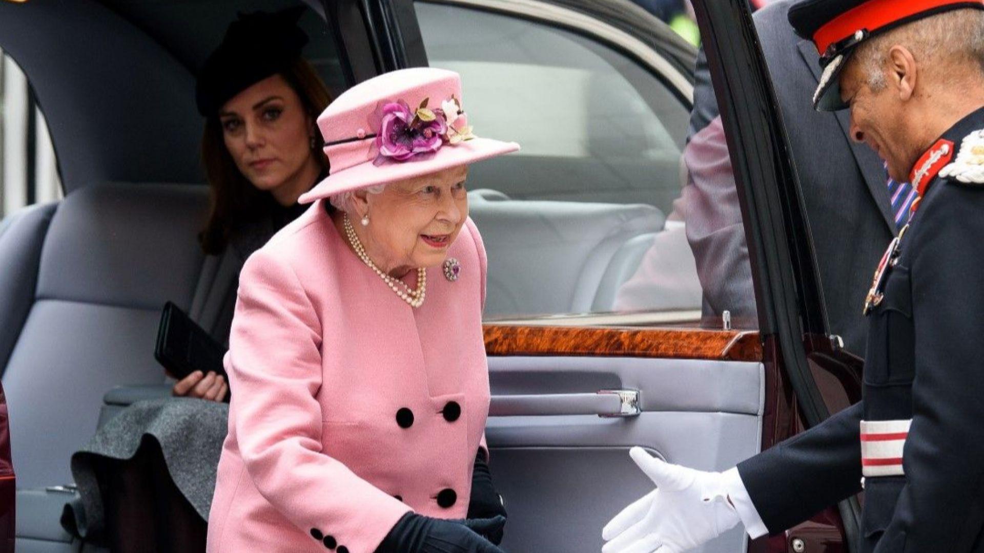 Кейт и кралицата за първи път само двете на съвместен ангажимент
