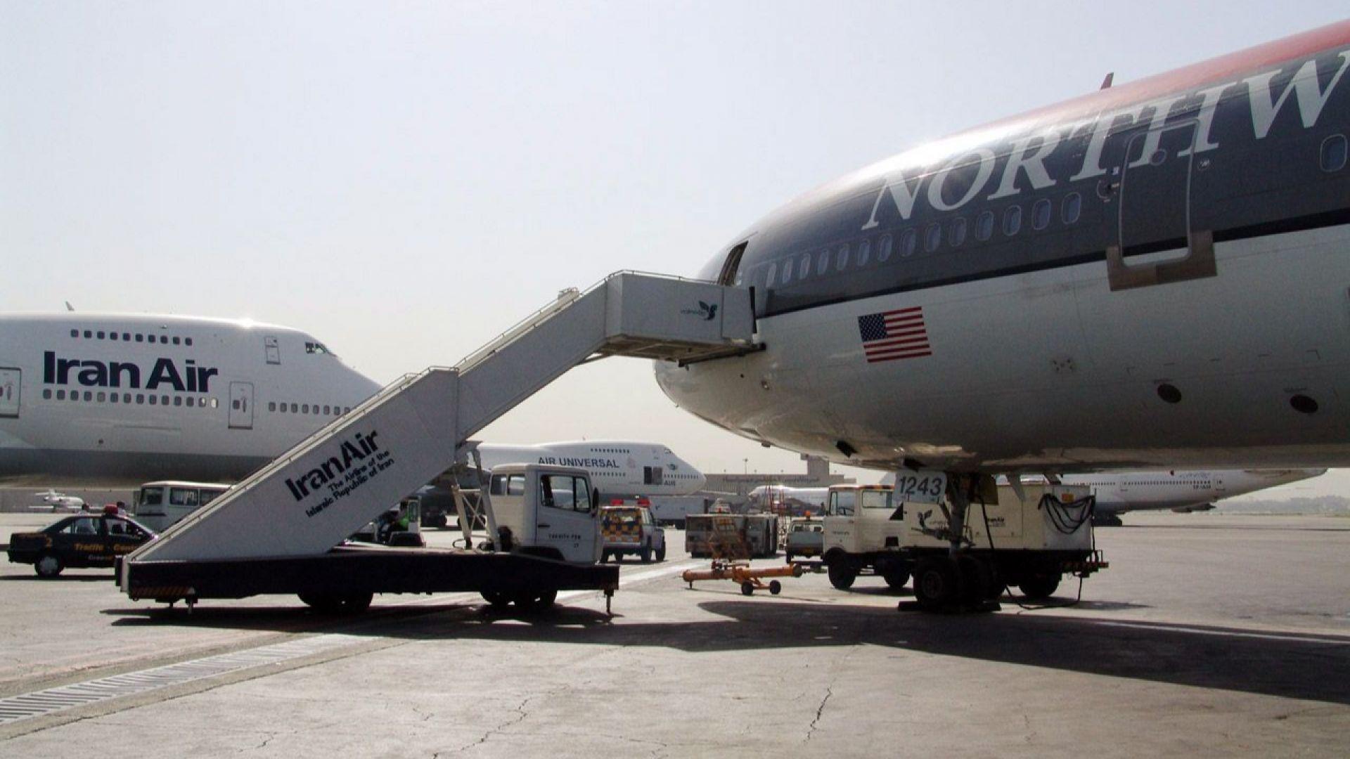 Самолет се запали при кацане на летището в Техеран