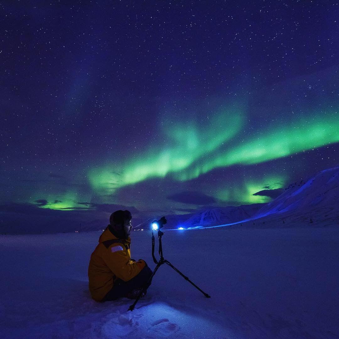 Лонгиербюен по време на полярната нощ. Това е по обяд.