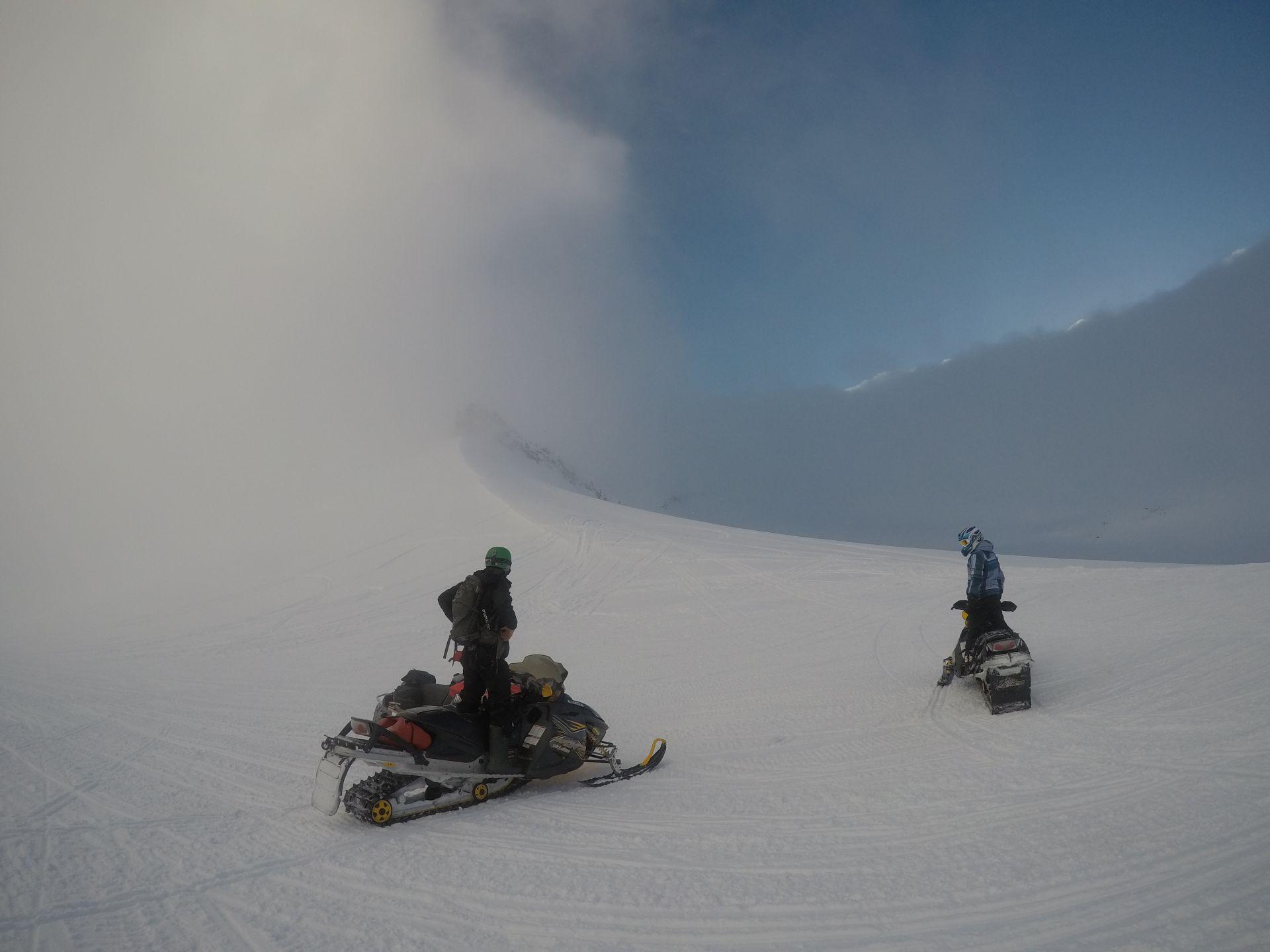 Свалбард. На някоя от планините в облаците.