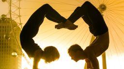 Танци и йога на улиците на големия град