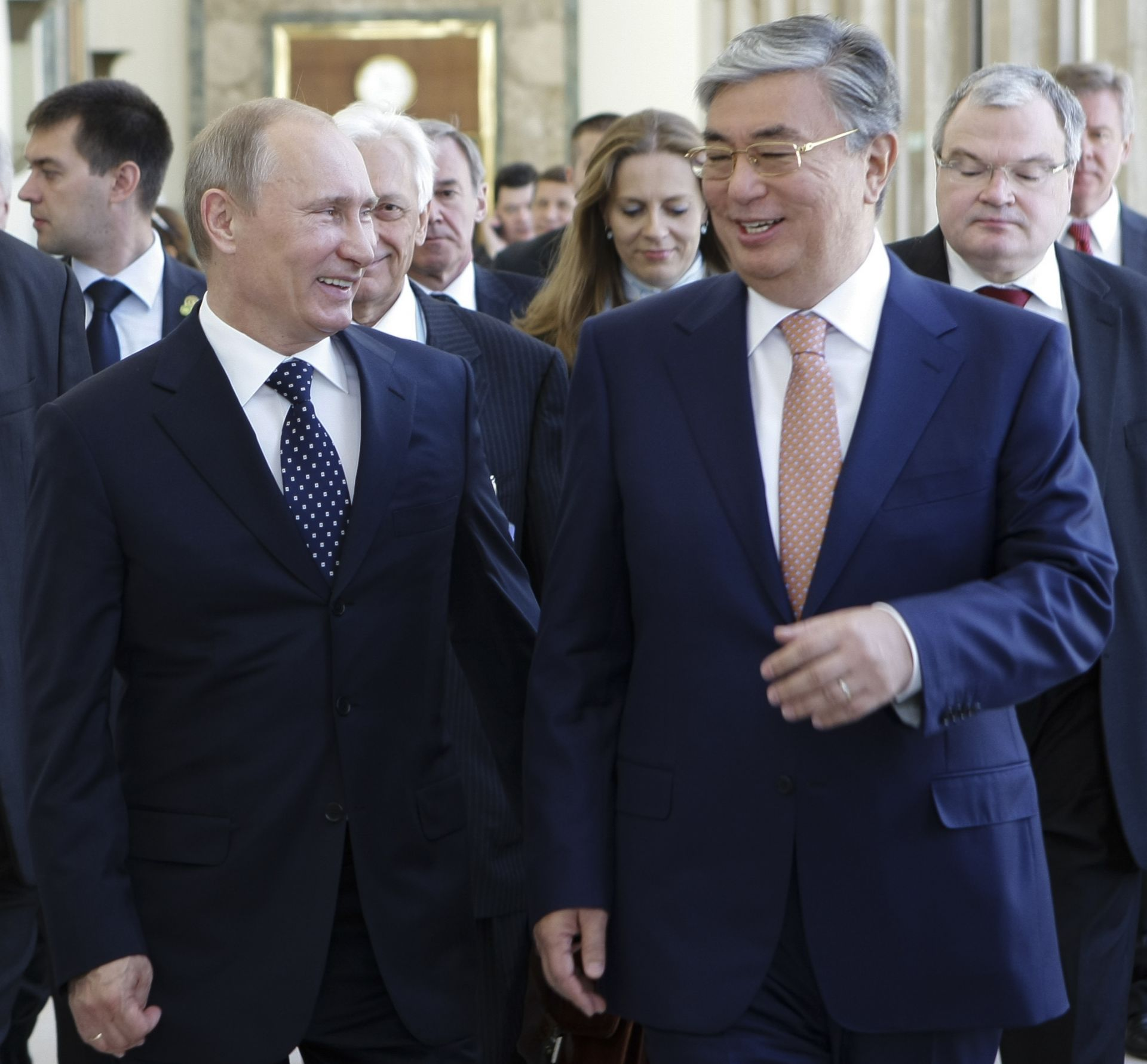 15 юни 2011 г.: Касим-Джомарт Токаев  разговаря с Владимир Путин по време на срещата в Женева