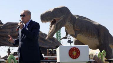 Ердоган откри най-големия увеселителен парк в Турция