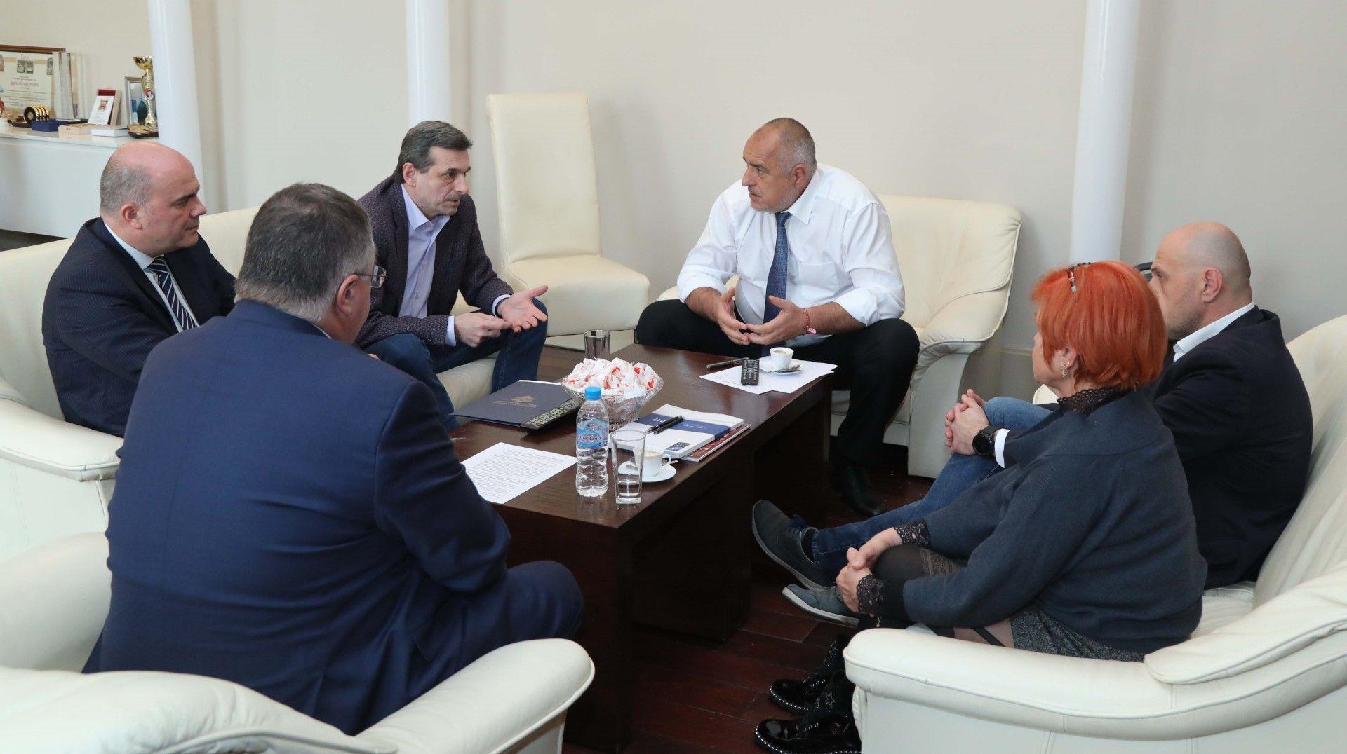 Министър-председателят Бойко Борисов проведе среща с представители на синдикалните организации, министъра на труда и социалната политика Бисер Петков, вицепремиера Томислав Дончев и управителя на НОИ Ивайло Иванов