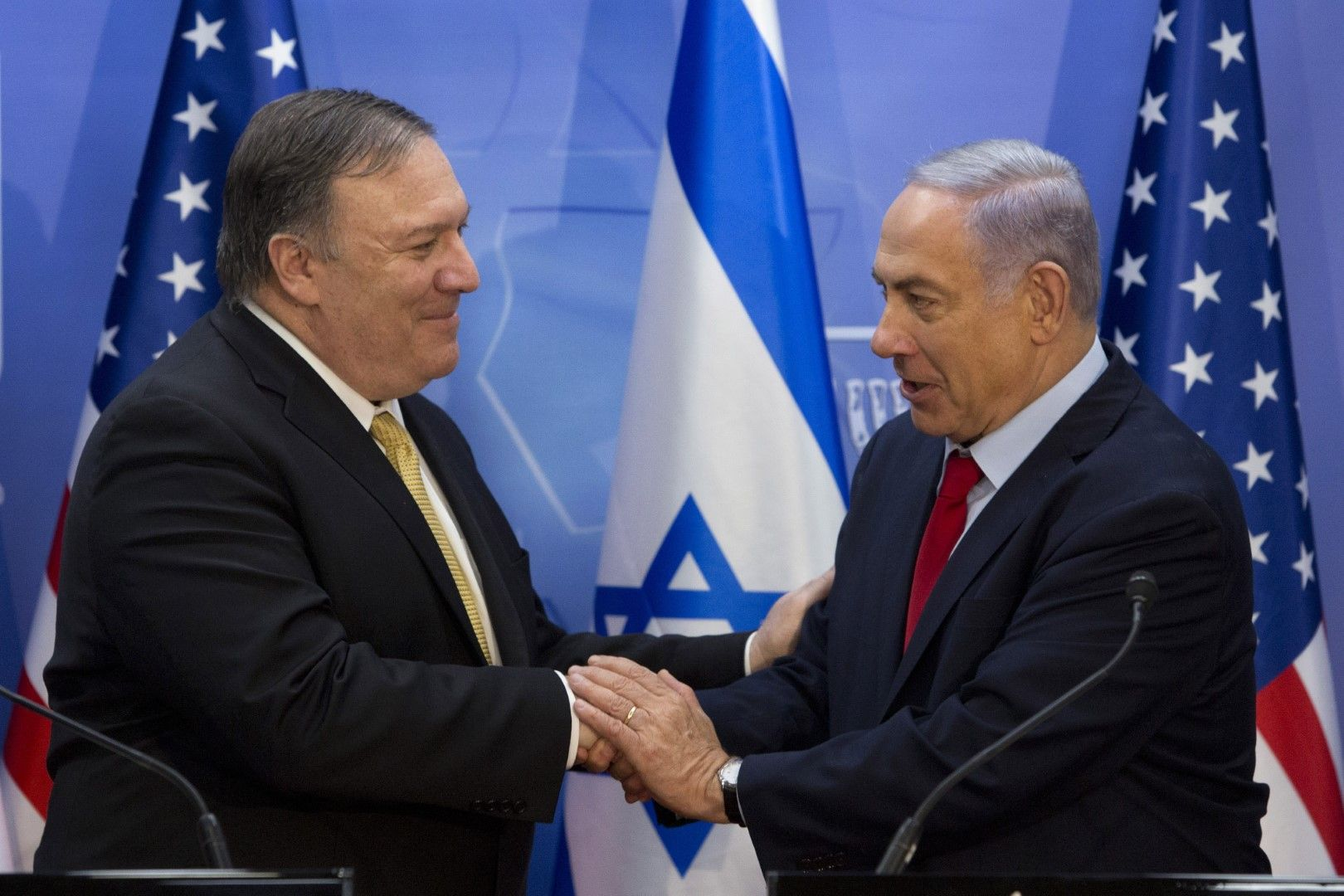 Сърдечно ръкостискане между Майк Помпейо и Бенямин Нетаняху