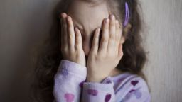 Разследват баща в Пловдив за голи снимки с малките му дъщерички