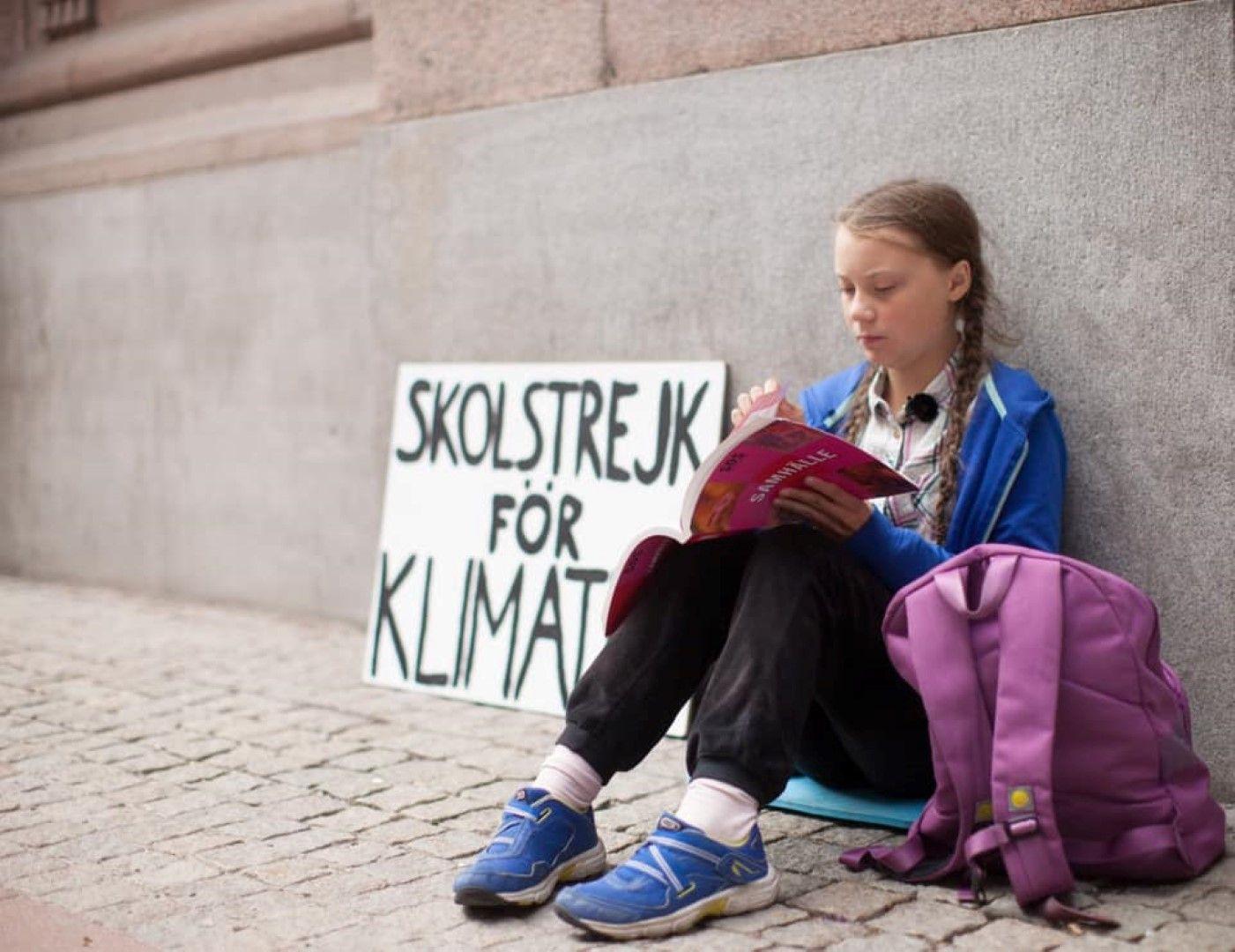 Самотният протест пред парламента в Стокхолм