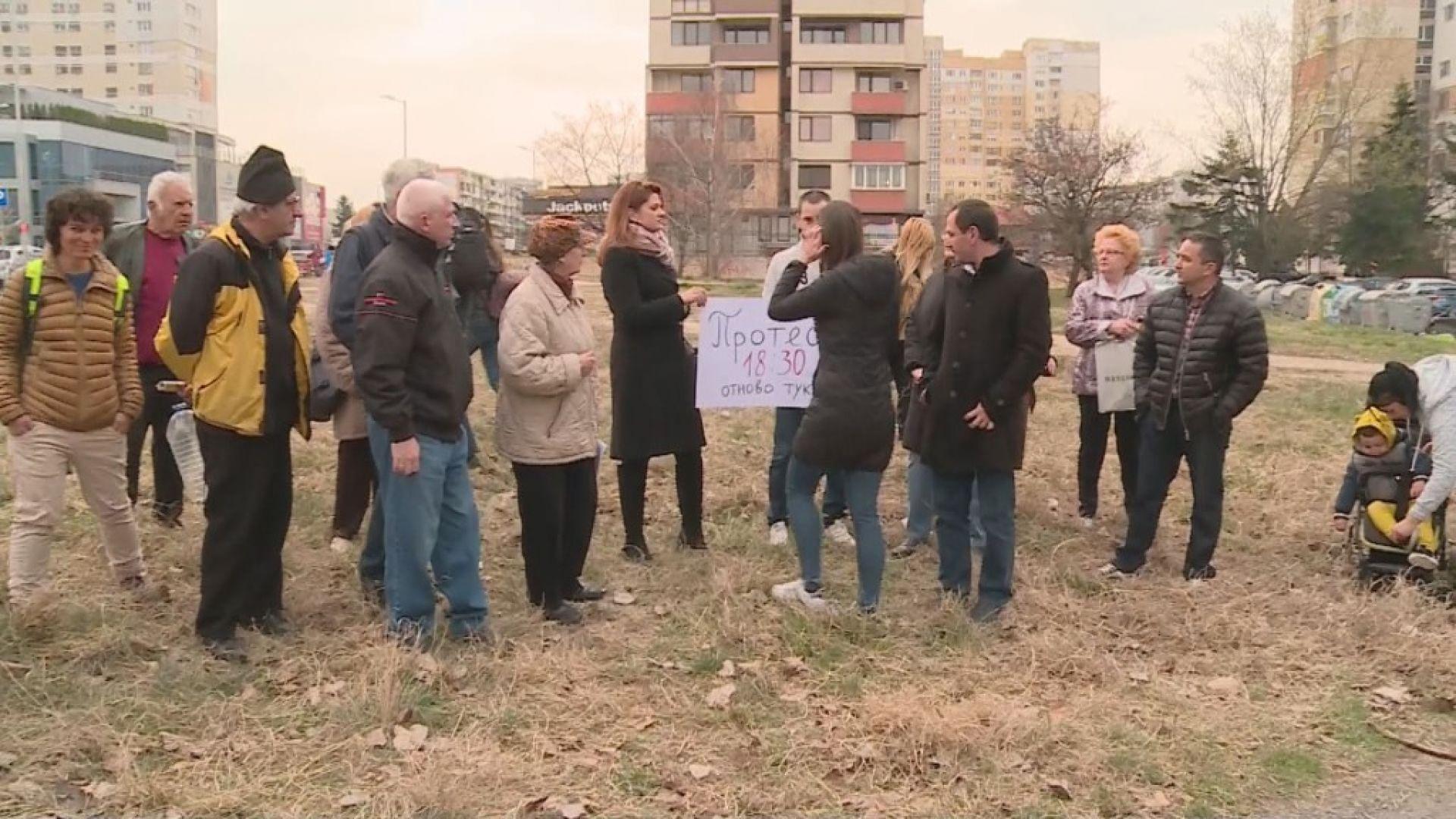 """Жители на """"Младост"""" протестират срещу застрояване на градинка"""