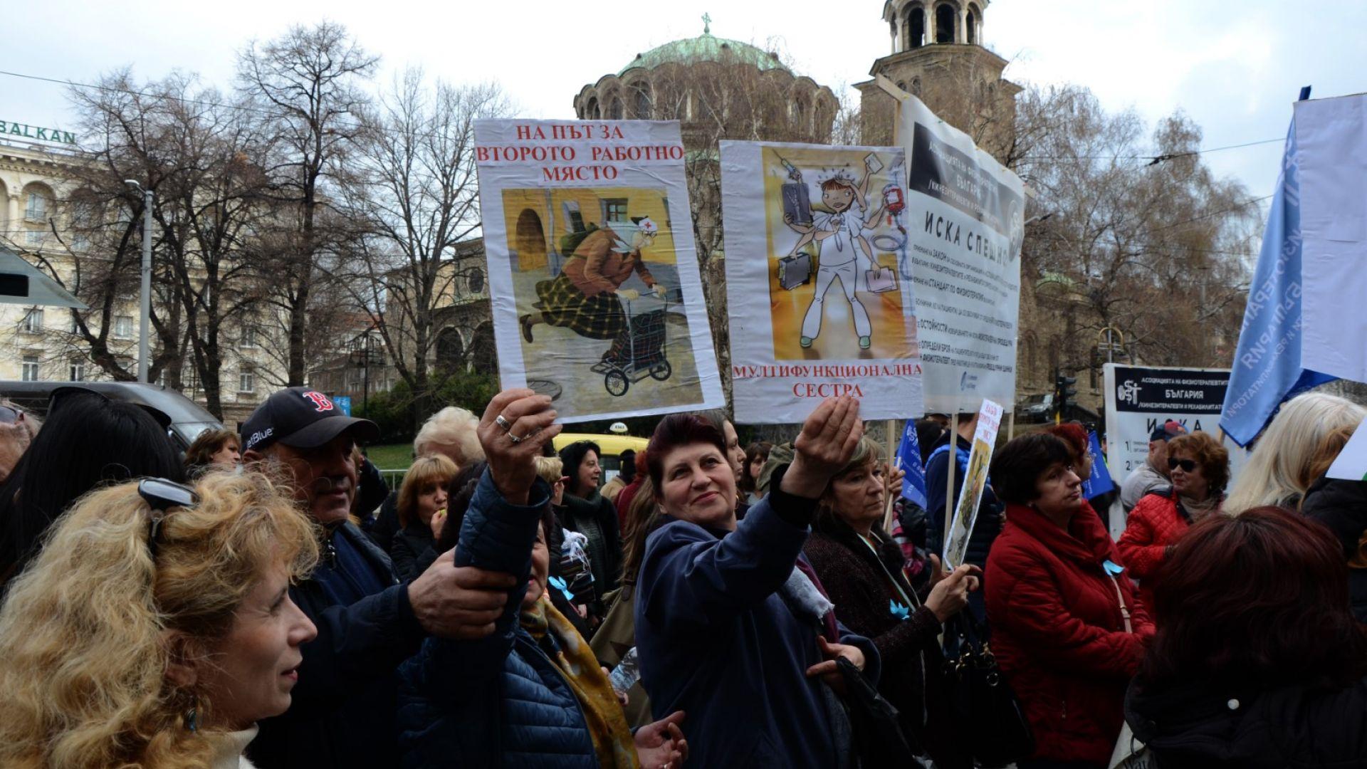 Организаторка на протестите на медицинските сестри се оплака, че е уволнена