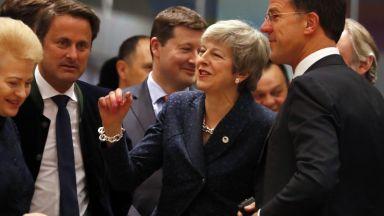 """Тереза Мей започна """"мисията невъзможна"""" в Брюксел"""