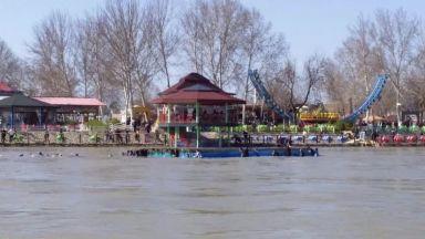 Над 80 души загинаха при потъване на ферибот в река Тигър