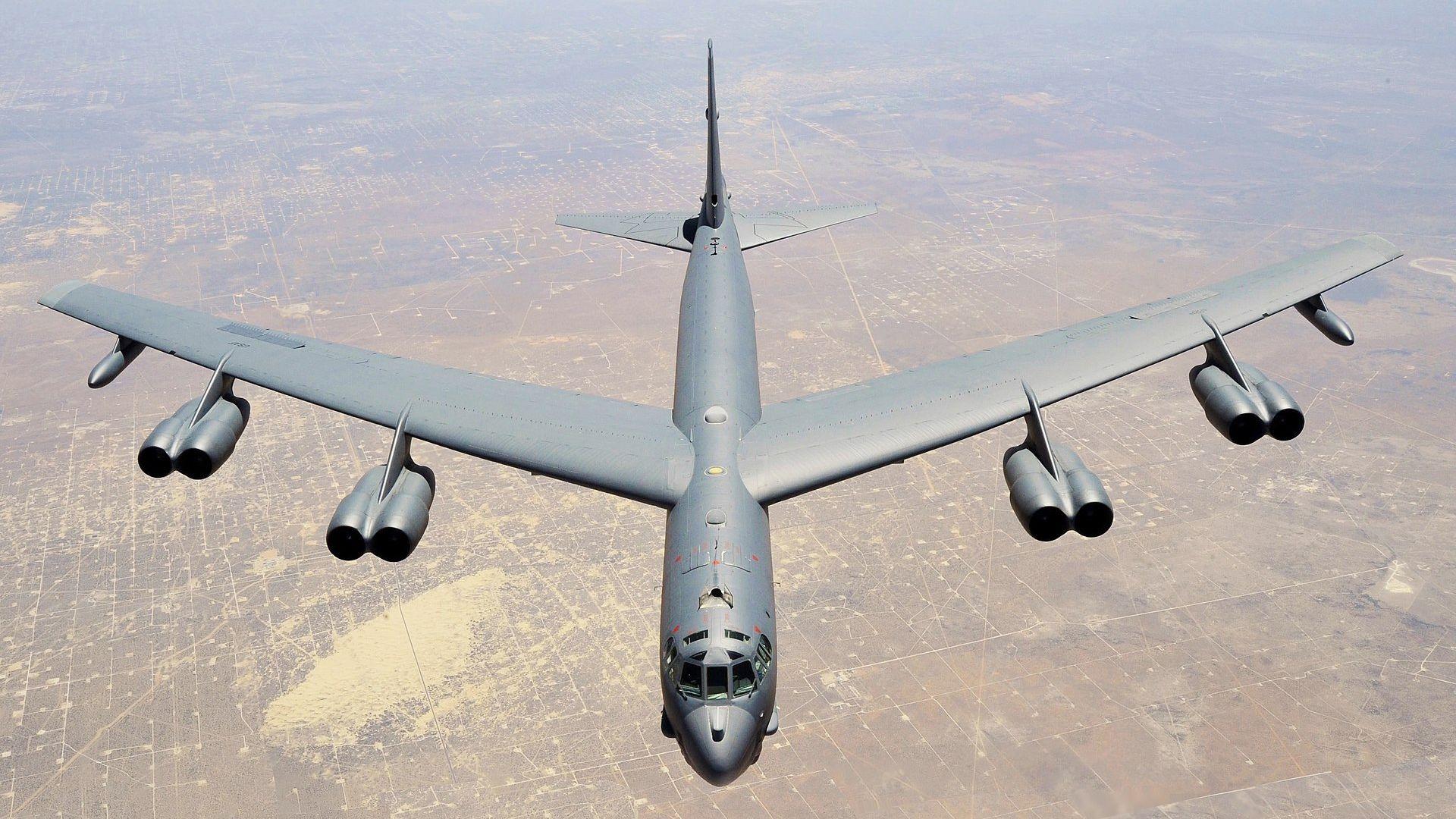 Какво знаем за американския бомбардировач B-52