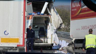 """Два камиона катастрофираха на АМ """"Тракия"""""""