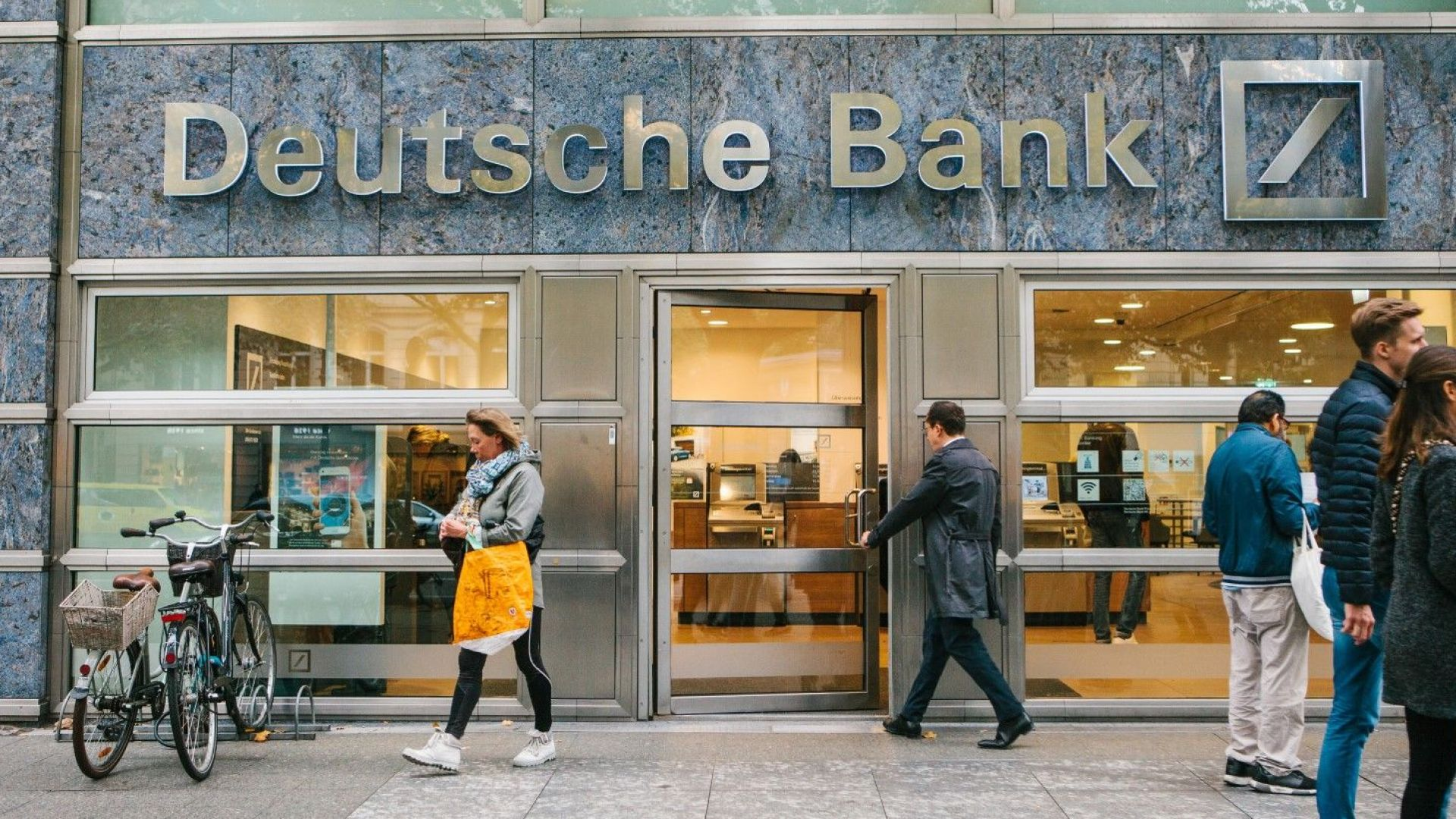 """Дойче банк създава """"лоша банка"""" за50 млрд. евро"""