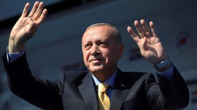 Доживотна присъда за 37 бивши военни,  обвинени в опит за убийство на Ердоган