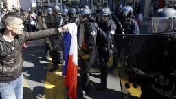 Нова протестна събота във Франция, но без Шансз-Елизе