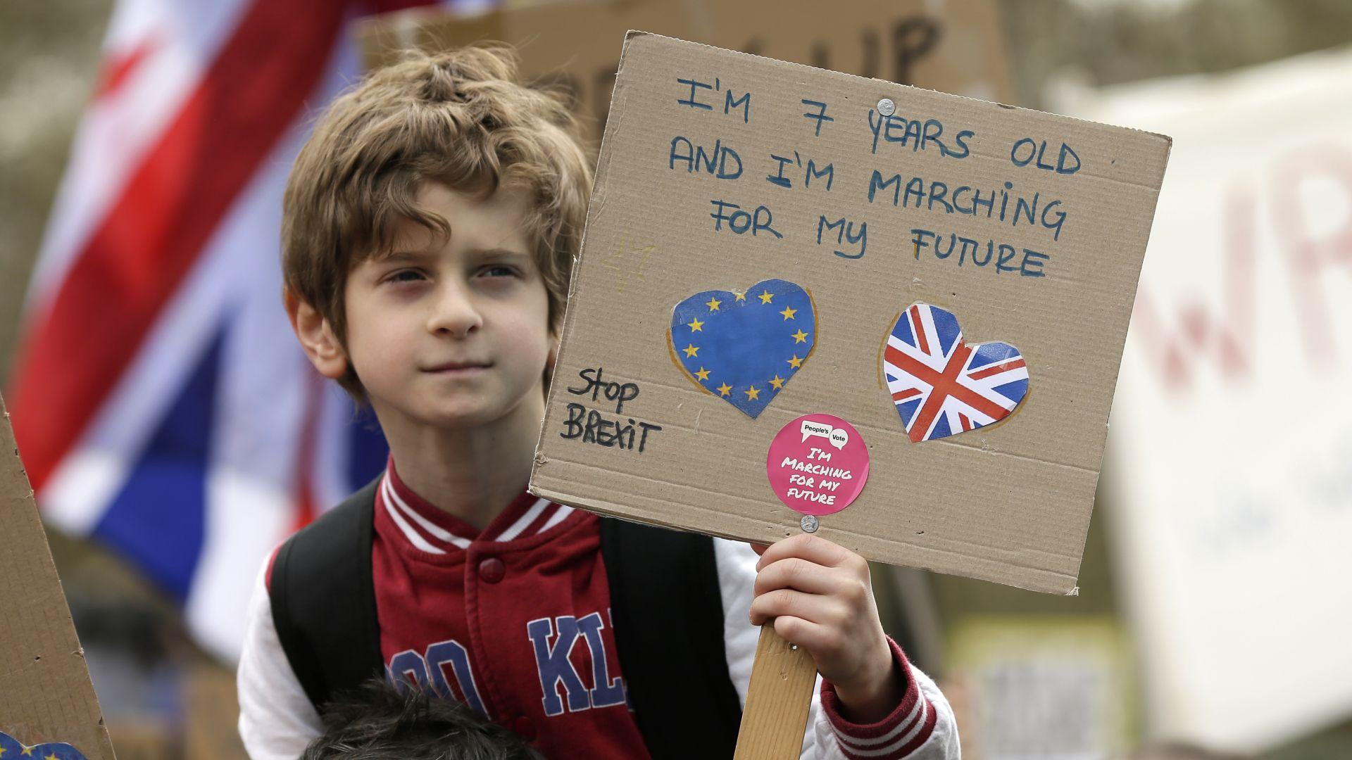 Какво ще стане с българите във Великобритания при Брекзит без сделка