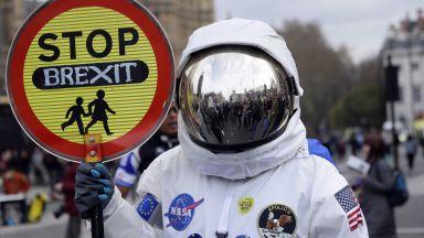 Недостиг на гориво, храни и лекарства заплашва Великобритания при Брекзит без сделка