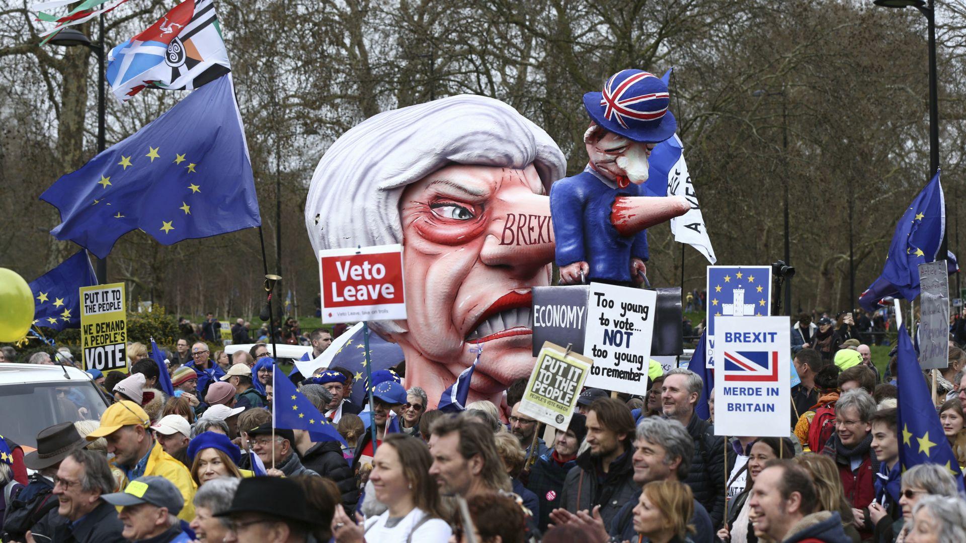Многохиляден протест в Лондон:  Искат втори референдум за Брекзит (снимки и видео)