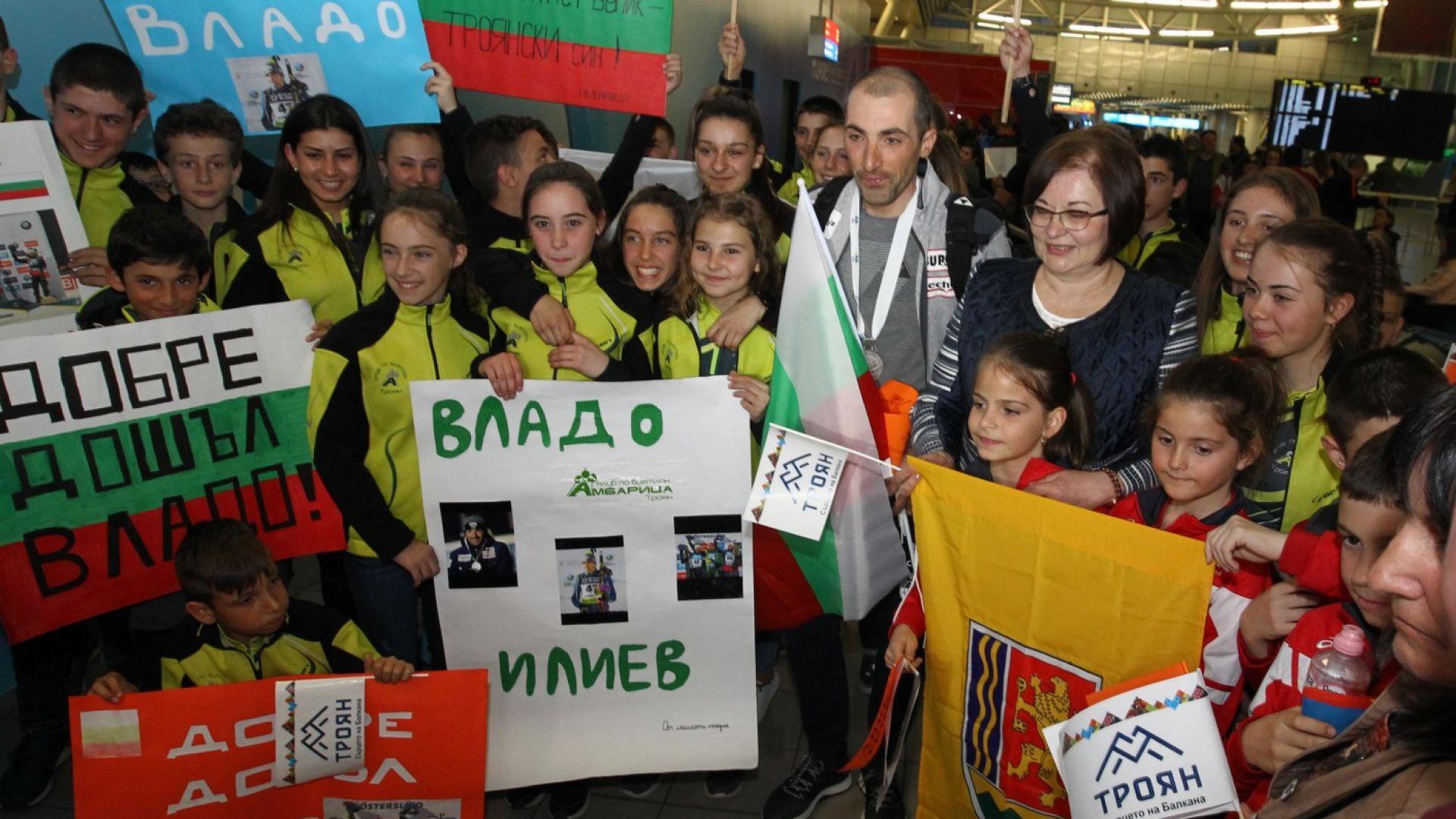Владо Илиев бе посрещнат като национален герой (снимки)