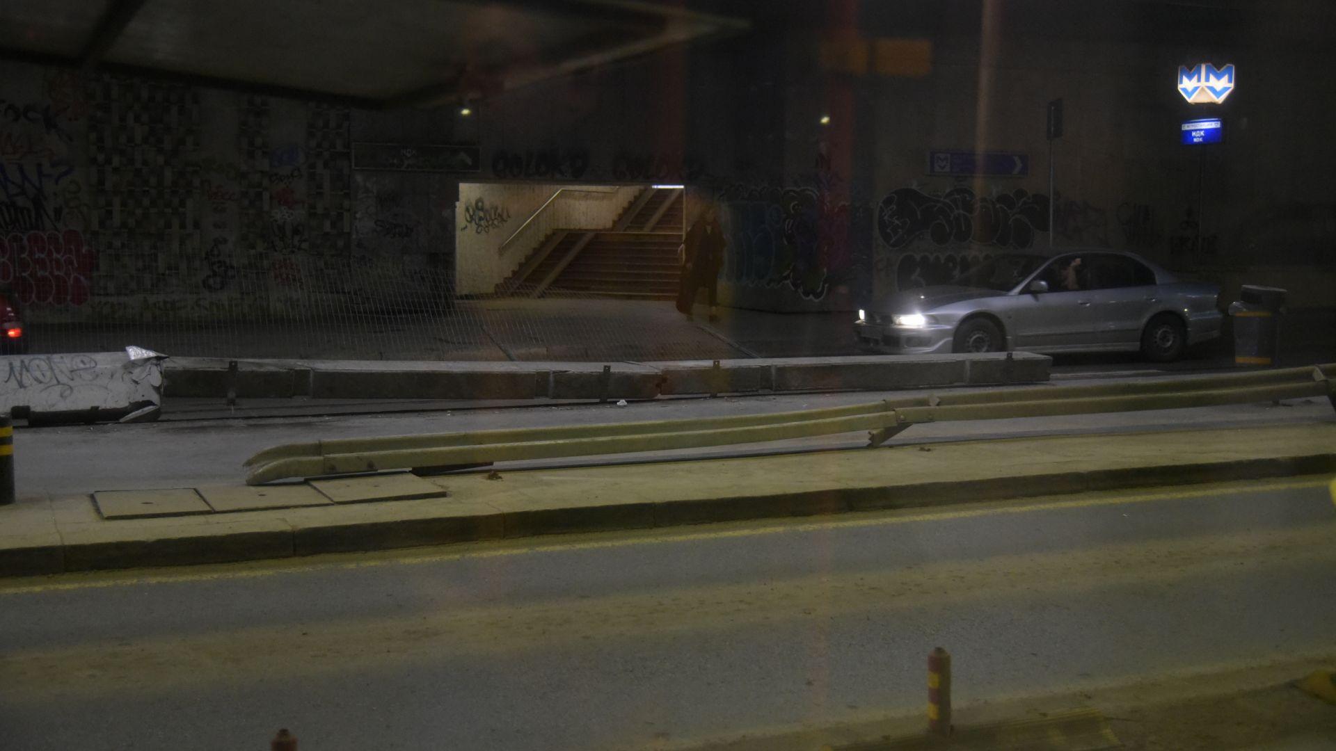 Снимка: Преместиха тролейбусната спирка в тунела на НДК