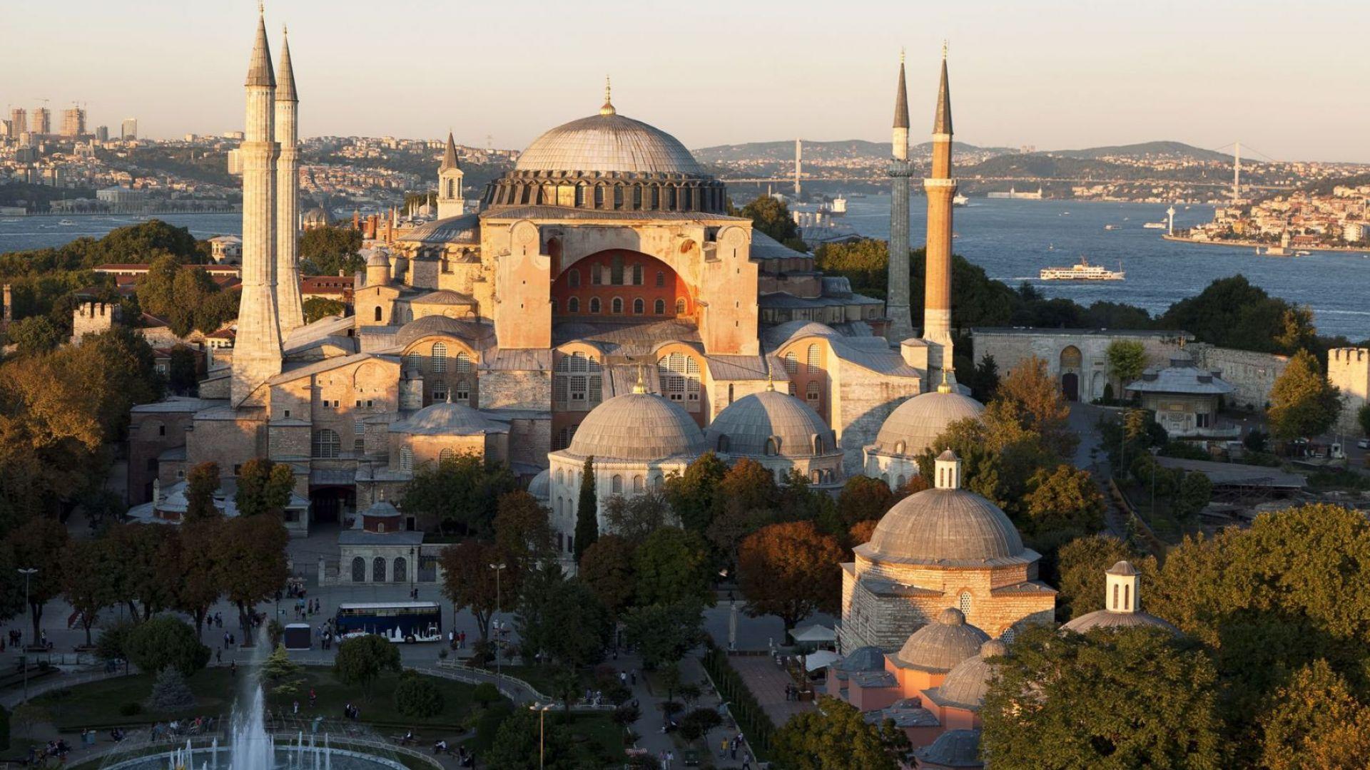 """Ердоган променя статута на """"Света София"""" от музей на джамия"""