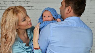 Антония и Ивайло с първата фотосесия на Благовест ексклузивно пред Dir.bg