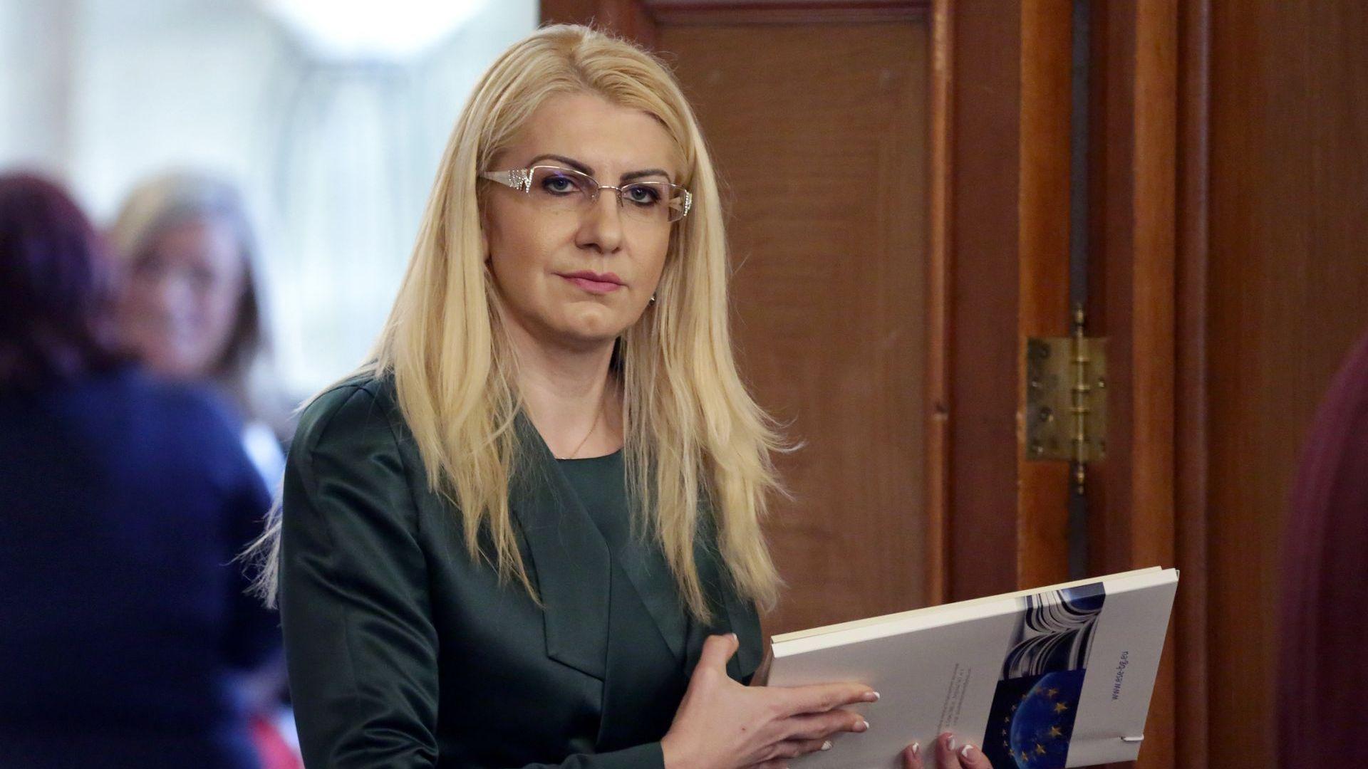Бивша съдийка поема временно поста на Цецка Цачева