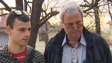Карловски адвокат твърди, че полицаи се пребили сина му