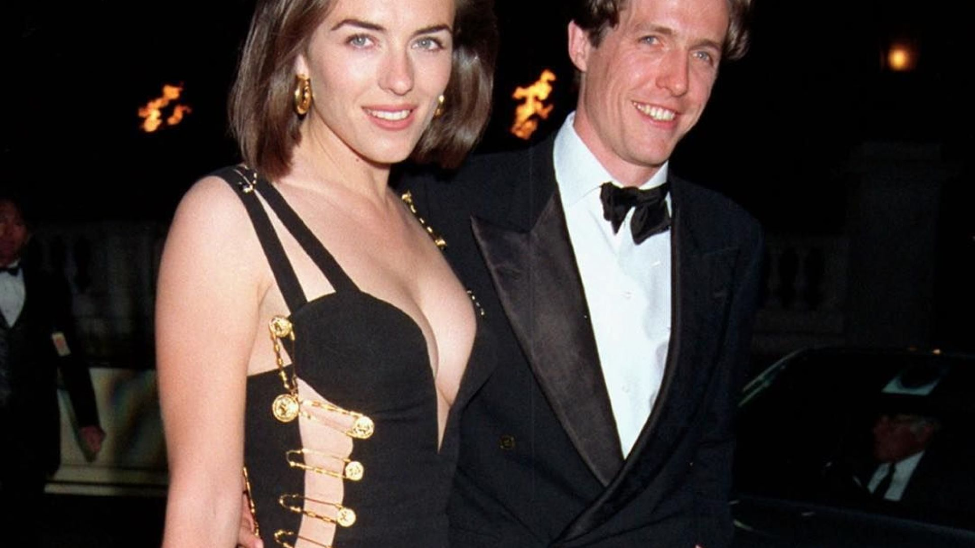 """Лиз Хърли се появи с """"римейк"""" на култовата си рокля от 90-те"""