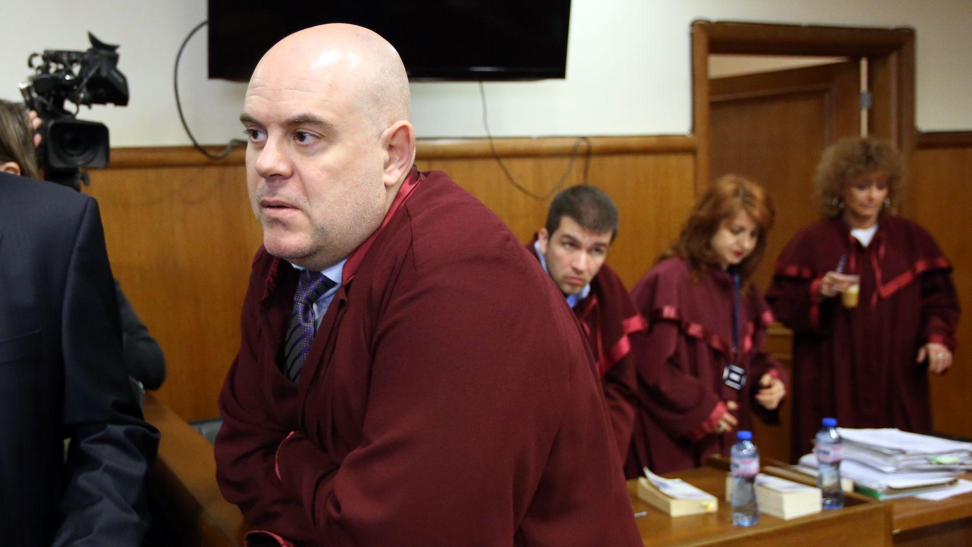 """КЗД: Думите на прокурор Гешев """"и циганите така правят"""" не са дискриминация"""