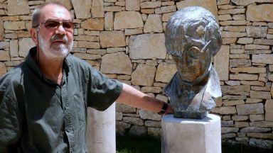 Отиде си Костика, сътворил паметника на Емил Димитров