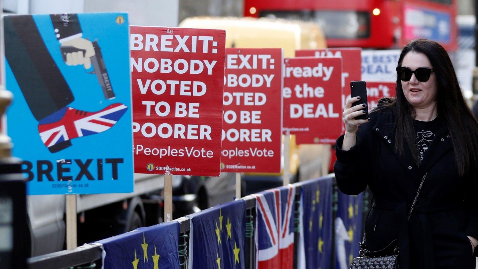 Съмненията около Брекзит струват 700 милиона евро на седмица, обяви Голдман Сакс