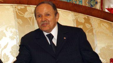 Военните в Алжир поискаха президентът да бъде обявен за неспособен