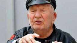Отиде си легендата Джони Пенков