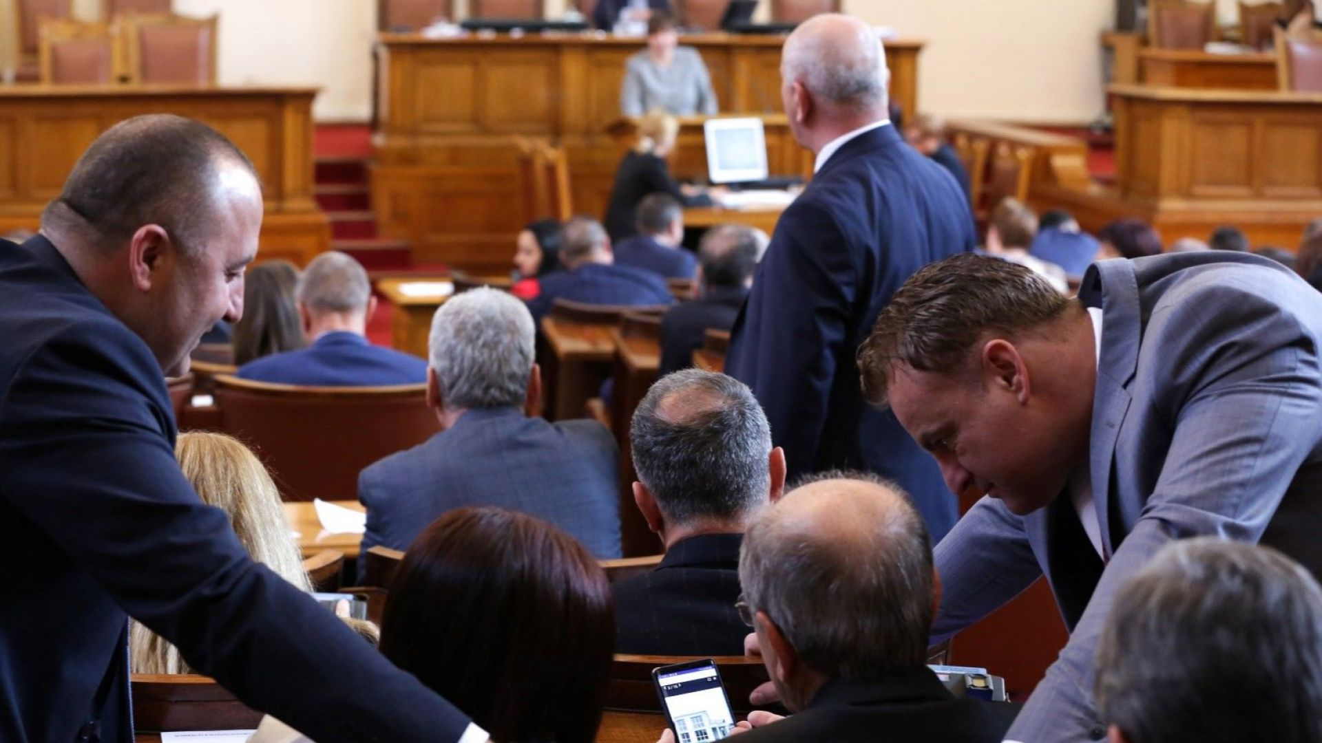 Депутатите отмениха таксата за пренос при износ на ток