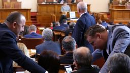 НС дава 115 000 лева, за да учат депутатите чужди езици