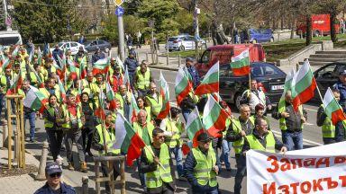 Таяни не спря протестите в Страсбург и София