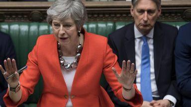 Тереза Мей обеща на депутатите-консерватори да подаде оставка