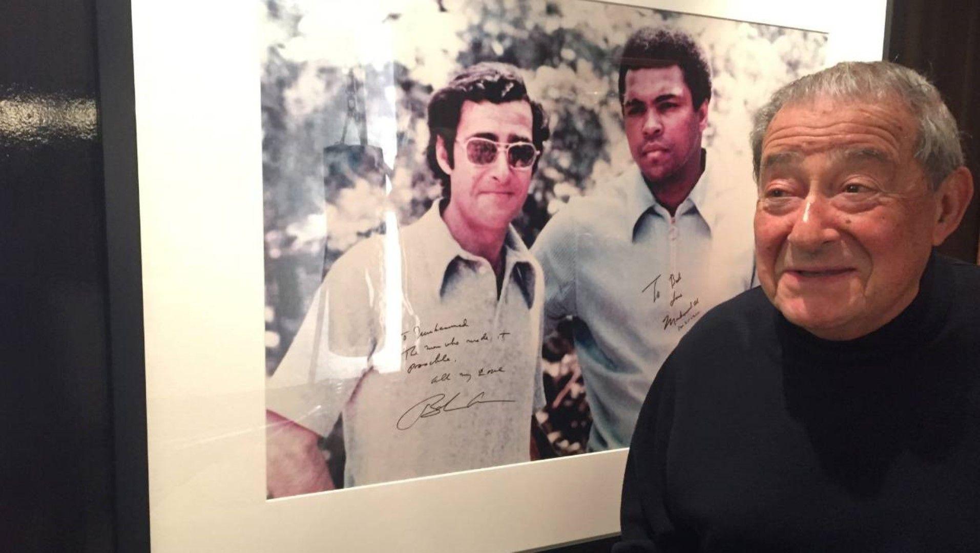 Пред снимка с Али от 1971 г., на която и двамата са се разписали за спомен