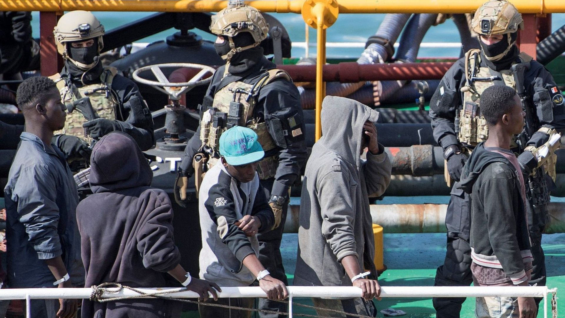 Малтийските власти арестуваха петима мигранти, отвлекли малък танкер