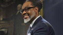 Нюйоркски общински съветник е най-високият политик в света (снимки и видео)