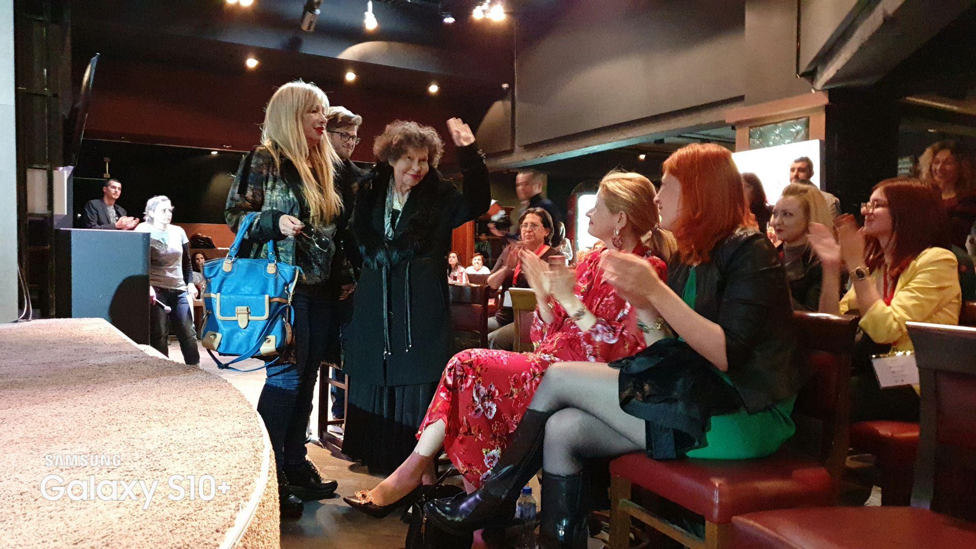 Стоянка Мутафова поздравява публиката