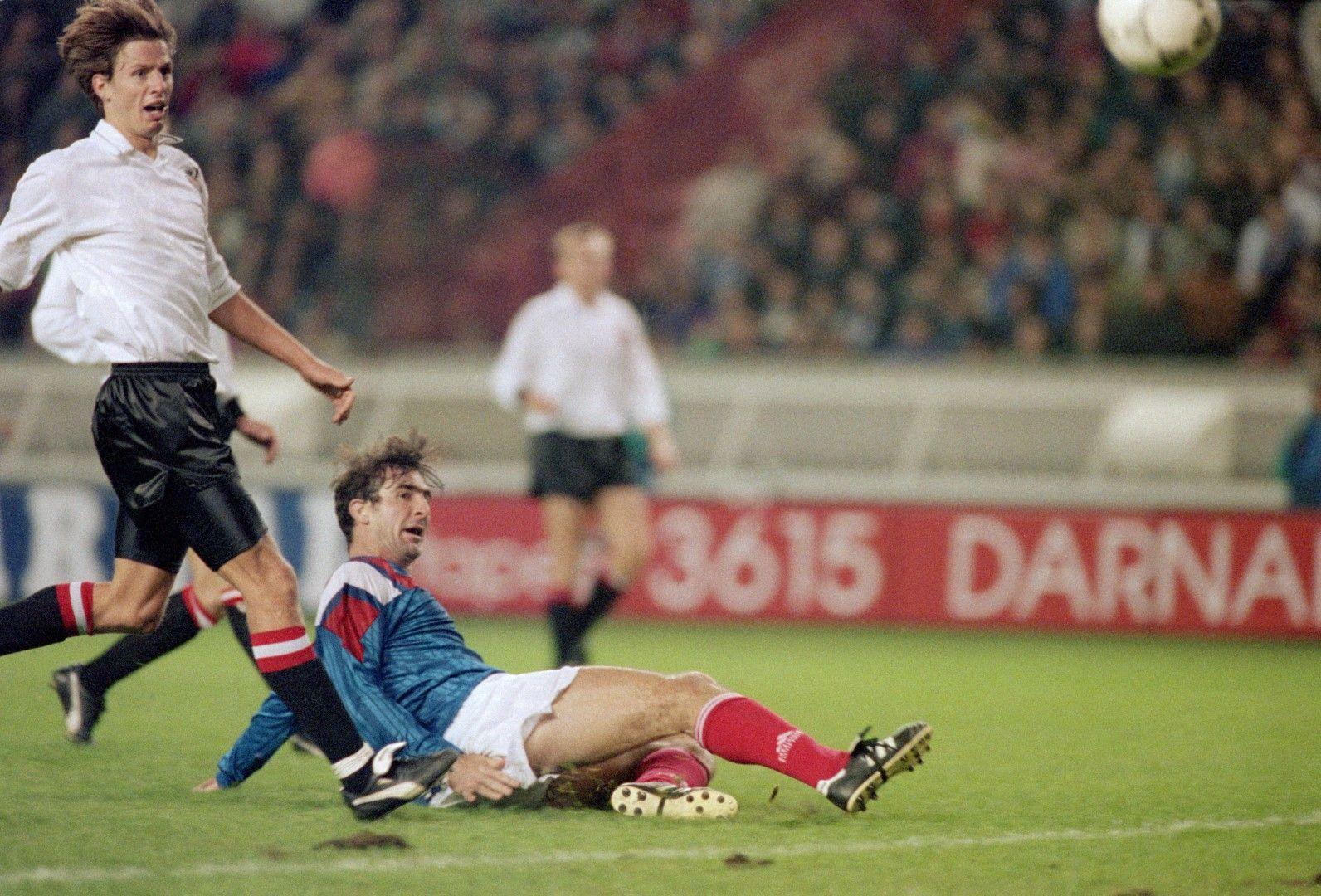 """Странният му характер го спря от Мондиал 1990 и 1998, а Емил КОстадинов го лиши от този през 1994-а, макар Кантона да вкара първия гол във вратата ни на """"Парк де пренс"""""""