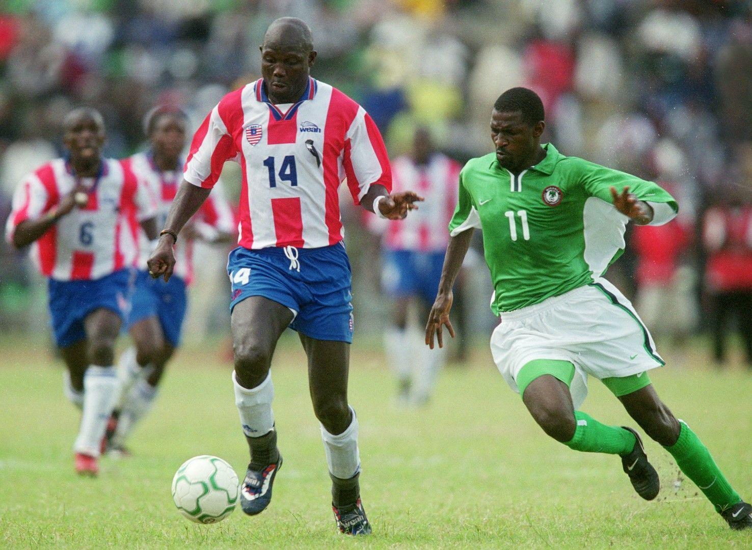 """Носителят на """"Златната топка"""" за 1995-а Джордж Уеа, който в момента е президент на родината си Либерия, пък успява да спре гражданската война с топка в крака преди 18 години."""