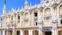 Гран Театро де ла Хавана - една от забележителностите на Антилите